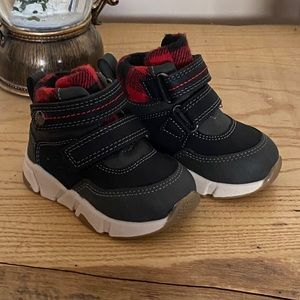 Baby boy Velcro shoes size 3-4